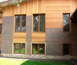 Каким материалом отделать загородный дом
